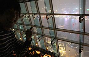 おしゃれなBARで香港の夜景を堪能し放題!